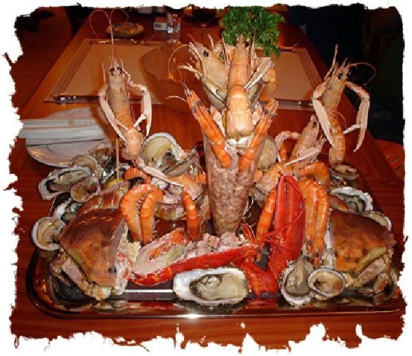 Un plateau de fruit de mer en presque toutes saisons - 3 formules avec ou sans tourteau et homard - prix a partir de 43 € par personne - commande minimum 2 personnes - une demi bouteille de vin blanc offerte par plateau de fruits de mer - télécharger les détails sur www.abbema.be