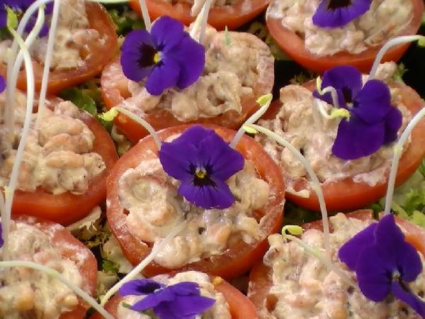 buffet le grand champ<br /> tomate crevettes grises mayonnaise maison